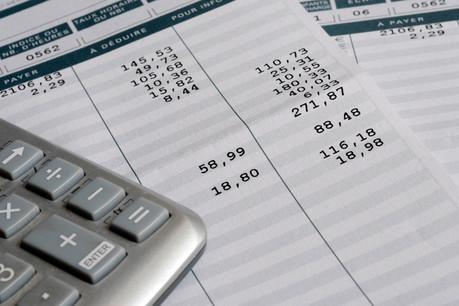 Les services financiers et l'assurance contribuent au ralentissement des salaires, en raison des primes et gratifications payées fin2018. (Photo: Shutterstock)