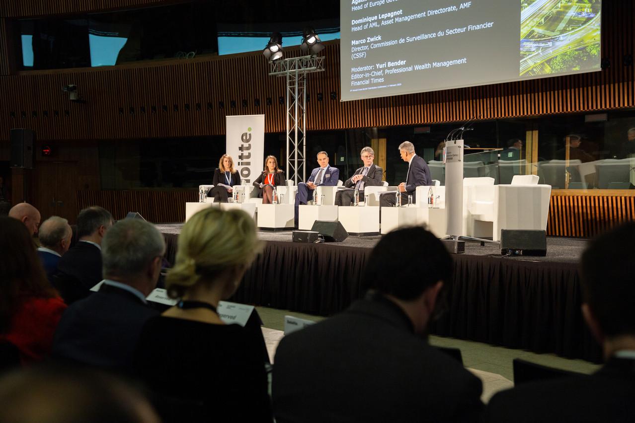 Les régulateurs présents sur scène se sont chargés de rappeler quelques fondamentaux de la lutte anti-blanchiment. (Photo: Romain Gamba/Maison Moderne)
