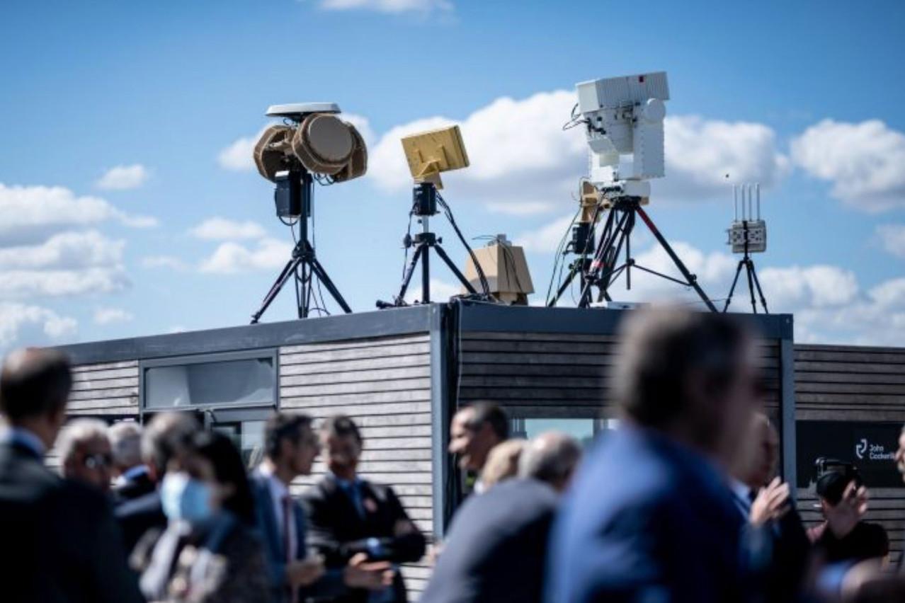 Juillet 2020. Deux mois après la création de John Cockerill Fortress à Mondorf, la technologie anti-drone séduit un parterre de VIP à Paris. Un premier succès pour ses deux promoteurs. (Photo: John Cockerill)