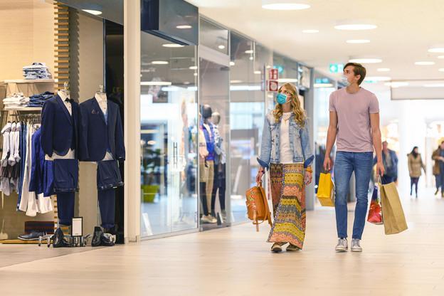 La task force Covid-19 estime que si la situation sanitaire ne s'améliore pas, c'est peut-être à cause des courses de Noël, qui réunissent du monde en ville ou dans les centres commerciaux le week-end. Une vision que ne partage pas la CLC. (Photo: Shutterstock)