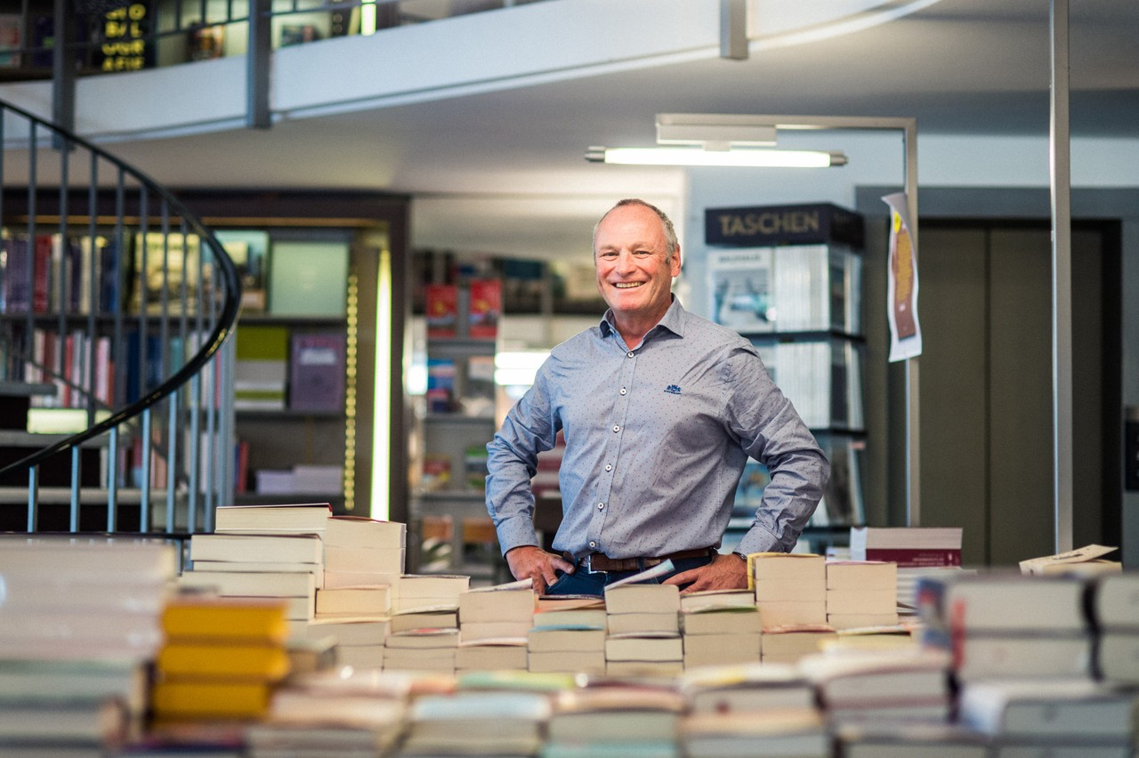 Fernand Ernster, directeur général des Librairies Ernster, répondra aux questions de Matthieu Croissandeau mercredi 22 avril. (Photo: Mike Zenari/archives Maison Moderne)