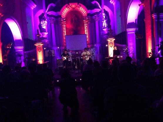 Les Aralunaires ont l'habitude de faire jouer les artistes dans des lieux sortant de l'ordinaire, comme ici, à l'église Saint-Donat. (Photo: Maison Moderne/archives)