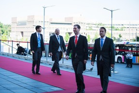 Au second plan, Jêrôme Domange et Étienne Schneider (Vice-Premier ministre) ((Photo: Nader Ghavami))
