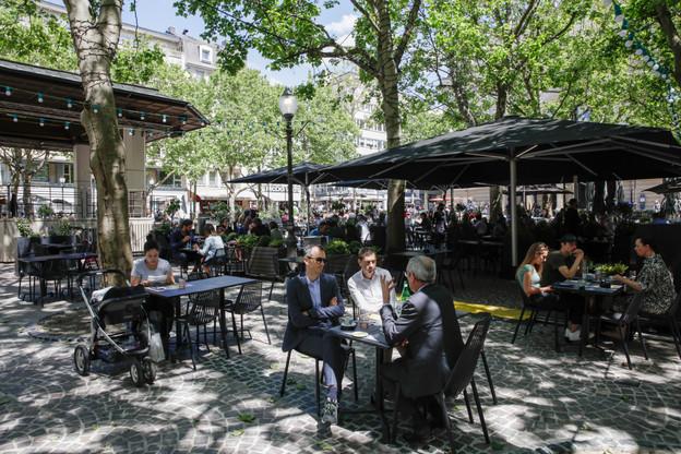 Pour la veille de la Fête nationale, lundi prochain, les bars s'attendent à recevoir du monde, mais moins que les autres années. (Photo: Romain Gamba / Maison Moderne)