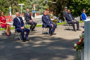 (de g. à dr.) Yuriko Backes, maréchale de la Cour; Dan Kersch, vice-Premier ministre ; Serge Wilmes, premier échevin de la Ville de Luxembourg; François Bausch, vice-Premier ministre; Général Alain Duschène, chef d'état-major de l'armée ; Philippe Schrantz, directeur général de la police grand-ducale; Carlos Fernandes Semedo, ambassadeur de la république de Cabo Verde à Luxembourg ; Agnès Durdu, présidente du Conseil d'État (© SIP / Jean-Christophe Verhaegen, tous droits réservés)