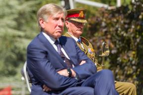 (de g. à dr.) François Bausch, vice-Premier ministre; Général Alain Duschène, chef d'état-major de l'armée (© SIP / Jean-Christophe Verhaegen, tous droits réservés)