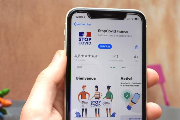 Avec moins de 2% de la population résidente qui l'a téléchargée, l'application StopCovid n'est d'aucune utilité. Près d'un utilisateur sur quatre l'a même supprimée. (Photo: Shutterstock)