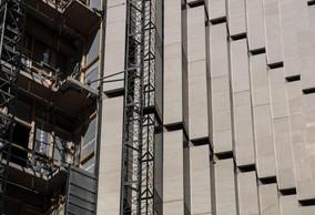 Façade de l'immeuble de bureaux. ((Photo: Jan Hanrion / Maison Moderne))
