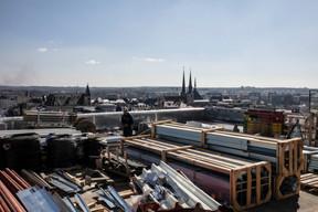 Vue depuis le toit vers la cathédrale. ((Photo: Jan Hanrion / Maison Moderne))