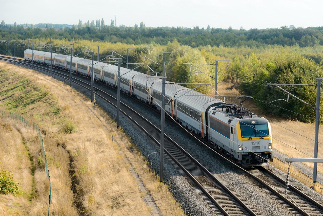 Les deux capitales européennes sont distantes de 214kilomètres, mais il faut souvent près de 3heures pour les relier en train. (Photo: Shutterstock)
