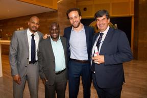 À gauche, Livingstone Mukasa (CEO de Four One Financial Services Limited) ((Photo: Anthony Dehez))