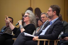 À gauche, Ghela Boskovich (Rainmaking Innovation) et Frederic Becker (Ministère de l'Économie) ((Photo: Anthony Dehez))