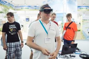Grâce à ces lunettes de réalité virtuelle, chaque participant pourra voir l'utilité du drone pour l'agriculture. ((Photo: LIST))