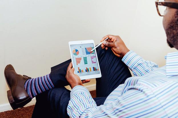 Les investisseurs de détail paient moins pour des conseils financiers lors de l'achat d'un fonds commun de placement que pour des abonnements à des médias numériques, selon la European Fund and Asset ManagementAssociation. (Photo: Adeolu Eletu/Unsplash)