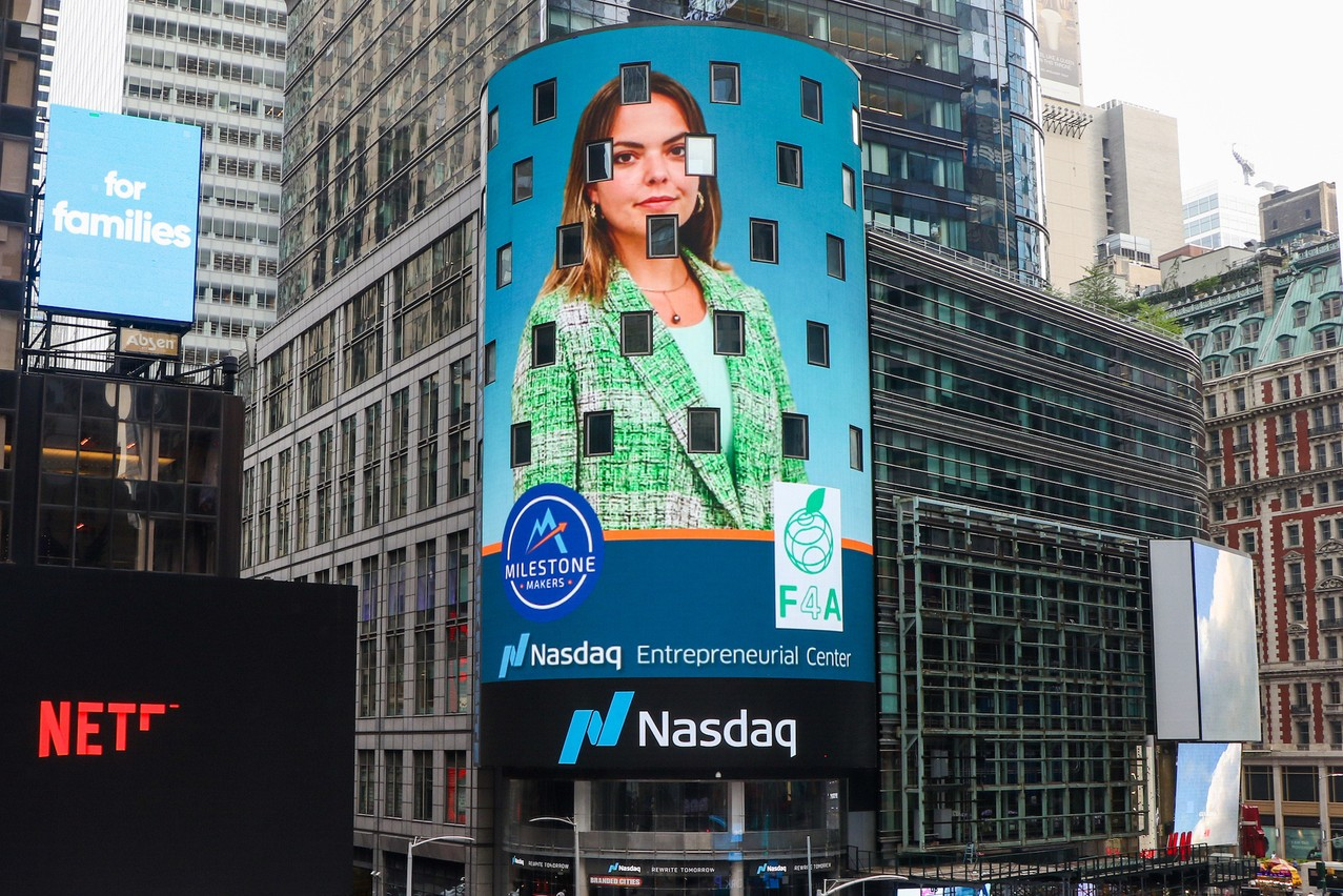 Ilana Devillers (Food4All) a réussi son examen final du Milestone Makers Program du Nasdaq. Qui a décidé d'afficher les portraits des lauréats sur les murs de sa tour. (Photo: F4A)
