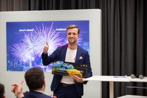 Maximilian Moog (YoY) reçoit le Prix du public. ((Photo: Romain Gamba / Maison Moderne))