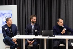 Tony Davis (White Castle), Olivier Binet (Innovorder) et Cyril Dreesen (Auchan) animaient la table ronde «How to scale up?». ((Photo: Romain Gamba / Maison Moderne))