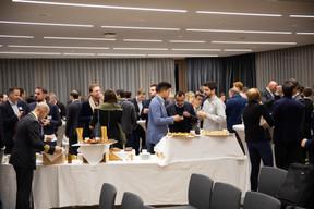 Après la remise des prix et la table ronde, les invités étaient invités à goûter certains des produits présentés par les start-up. ((Photo: Romain Gamba / Maison Moderne))