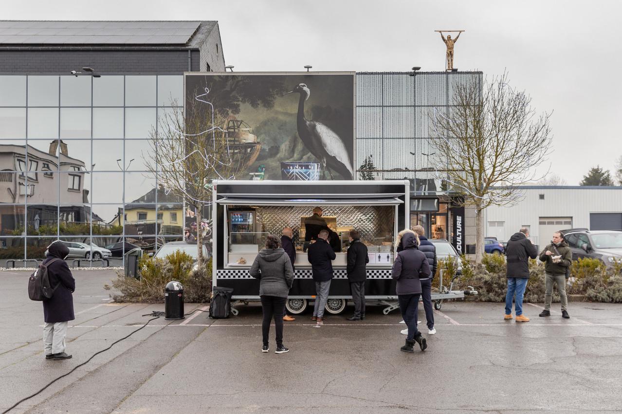 Devant le concept-store Smets et le restaurant Two6Two, c'est dans un petit food truck bien fait qu'officie en ce moment le chef des lieux, Baptiste Heugens. Romain Gamba/Maison Moderne