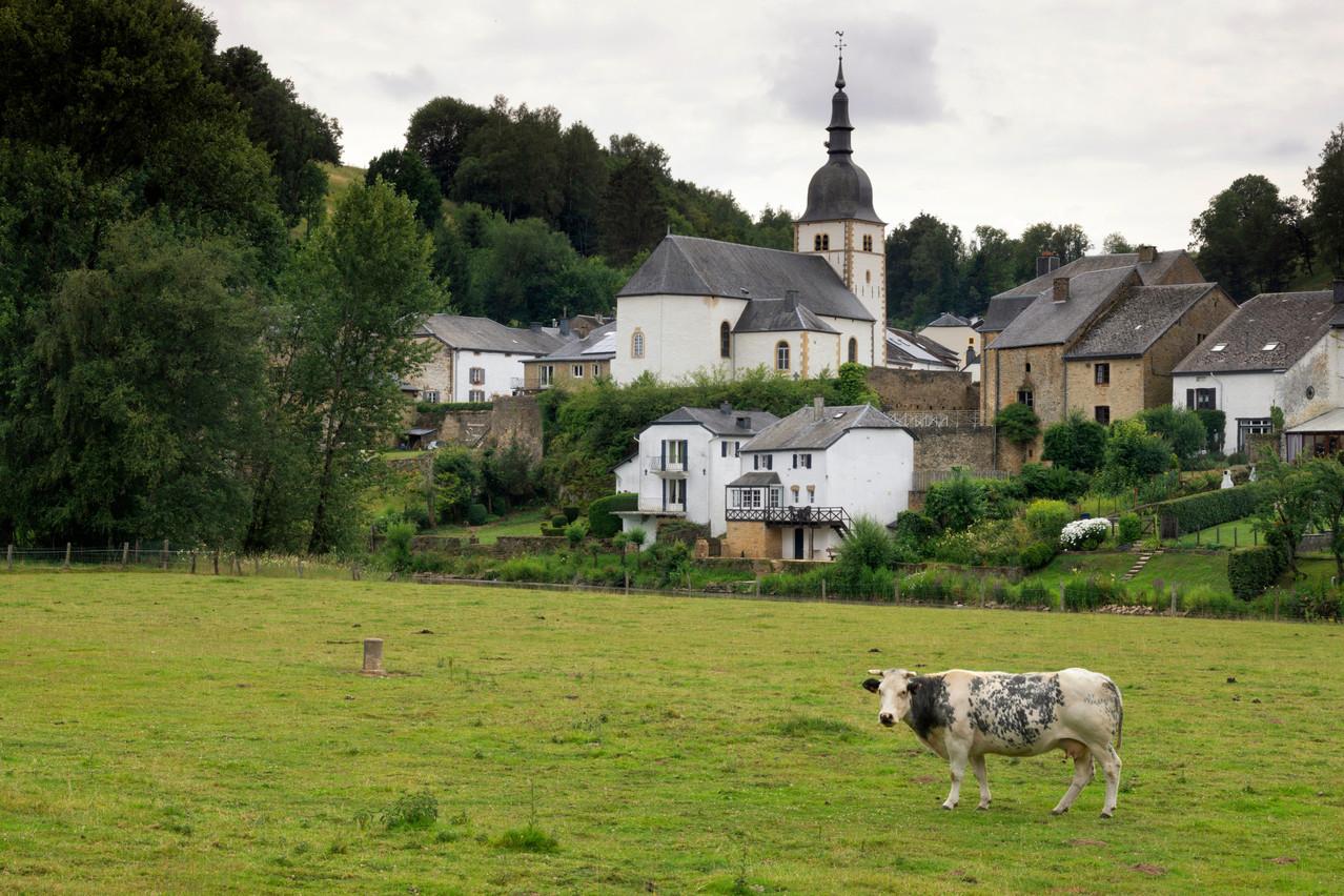 L'attrait pour les résidences secondaires et la proximité du Luxembourg dopent les prix en province de Luxembourg (ici, Chassepierre). (Photo: Shutterstock)