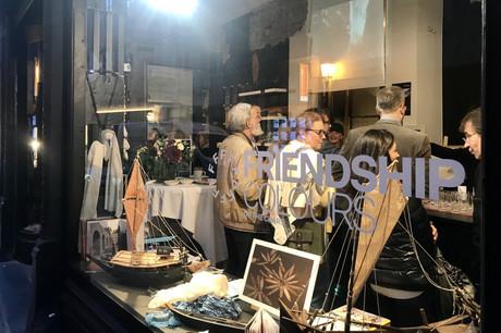 La boutique éphémère Friendship propose des tissus éthiques, des photographies et de maquettes. (Photo: Maison Moderne)