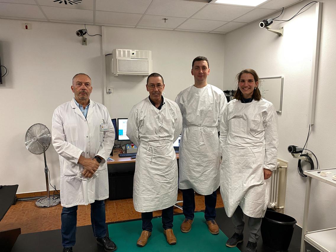 L'équipe interdisciplinaire du laboratoire est composée (de gauche à droite) de RolandKrecké et JanCabri (Liroms), PaulGette (LIH) et AmandineBodson, master en biomécanique de l'Université de Lyon. (Photo: Maison Moderne)