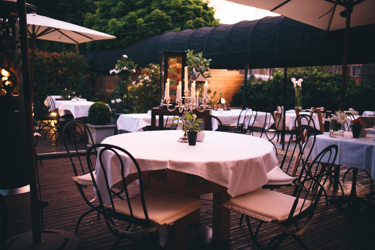 En France, les terrasses vont pouvoir accueillir des clients dès le 9 juin. Il faudra attendre le 19 juin pour pouvoir accueillir des clients à l'intérieur. (Photo: Happy Dayz Photographie)