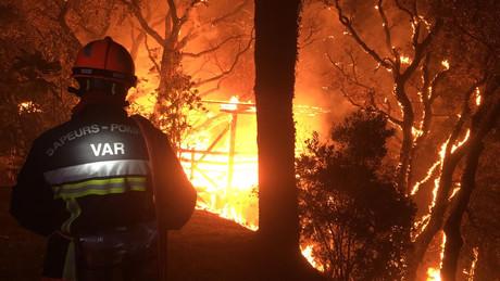 Le feu a traversé 7.000 hectares dans le sud de la France. (Photo: Compte Twitter de la Sécurité civile)