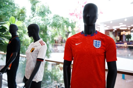 L'effet Euro se ressent dans les magasins de sport, mais un peu moins que d'habitude. (Photo: Matic Zorman/Maison Moderne)