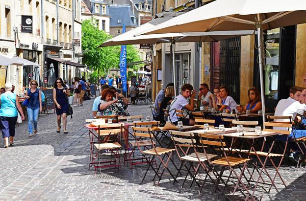 Les bars et restaurants de Metz rouvriront leurs terrasses dès le 19 mai. (Photo: Shutterstock)