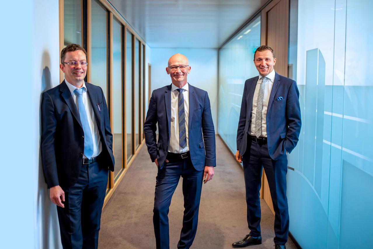 Frédérik Evrard (au centre) travaillera en étroite collaboration avec YvesCourtois (à gauche), sous la direction de DavidCapocci, managing partner. (Photo: KPMG)