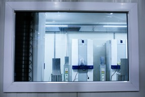 Les réfrigérateurs sont ensuite soumis à une batterie de tests. ((Photo: Matic Zorman / Maison Moderne))