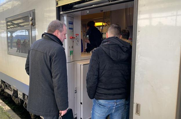 Le directeur Voyageurs des CFL, Marc Hoffmann, a rejoint Luxembourg en TER, vendredi, à l'issue de la conférence de presse. Le train est parti avec cinq minutes de retard. (Photo: Paperjam)