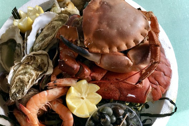 Tourteau, homard, huîtres, bulots et bigorneaux: il est désormais possible de se faire plaisir avec un beau plateau de fruits de mer à emporter depuis l'hôtel Meliá Luxembourg. (Photo: Maison Moderne)
