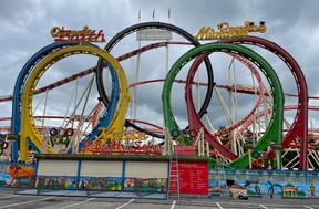 Olympia Looping, l'un des plus grands parcours de montagnes russes transportables. ((Photo: Maxime Toussaint/Maison Moderne))