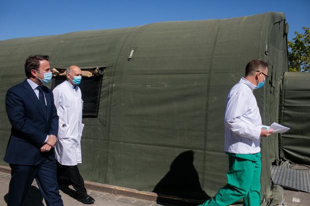 Fin avril,le Premier ministre, XavierBettel (DP), visitait le «Field Hospital», l'hôpital de guerre installé à côté du CHL grâce à l'Otan, Cargolux et FélixGiorgetti pour répondre à la pandémie de Covid-19. (Photo: Matic Zorman / archives Maison Moderne)