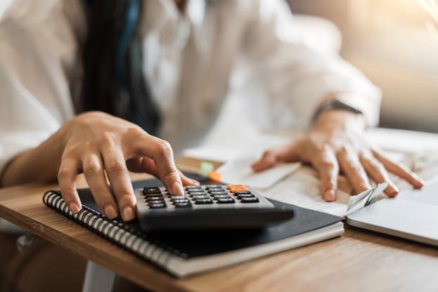 De fortes disparités existent en fonction du diplôme, du secteur et de la résidence des salariés. (Photo: Shutterstock)