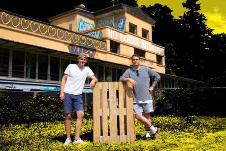 Jérôme «Bisi» Besenius et Christian «Bubi» Blei, aka b2b, sont à l'origine du retour à la vie, le temps d'un été, d'un lieu luxembourgeois mythique: la Gantenbeinsmillen. (Design: Sascha Timplan / Maison Moderne)