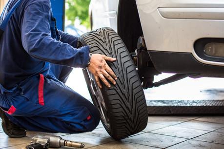Les garagistes peuvent remplacer les pneus hiver par des pneus été, pour assurer la sécurité des conducteurs. (Photo: Shutterstock)