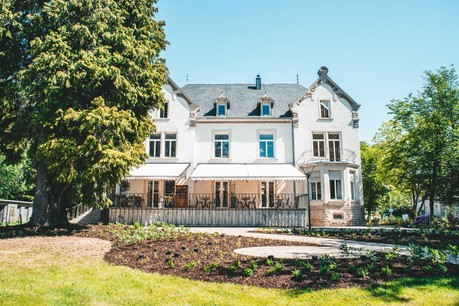 Le restaurant An der Villa et sa belle terrasse se situent dans l'ancienne résidence de Charles et JulesCollart, maîtres des Hauts-Fourneaux et Aciéries à Steinfort. (Photo: Bastien Colas/An der Villa)