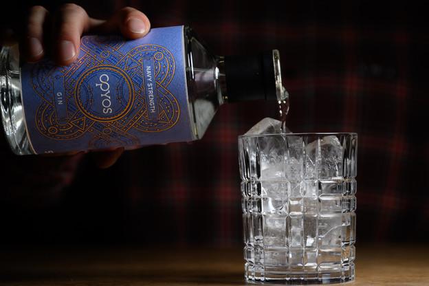 Sur glace ou bien en Gin & Tonic,«Opyos Navy Strength» impose son caractère bien trempé! (Photo: Opyos)
