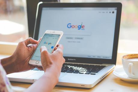Les autorités américaines reprochent au géant californien l'installation par défaut de son propre moteur de recherche sur les appareils dotés de son système d'exploitation. (Photo: Shutterstock)