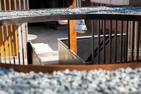 Les éléments industriels sont utilisés en filigrane dans tout le projet. ((Photo: Patty Neu))