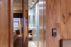 L'espace de douche prend place entre l'espace de séjour et l'espace nuit. ((Photo: Patty Neu))