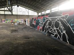 Pendant trois jours, un hall désaffecté sert d'atelier aux graffeurs. ((Photo: Paperjam))