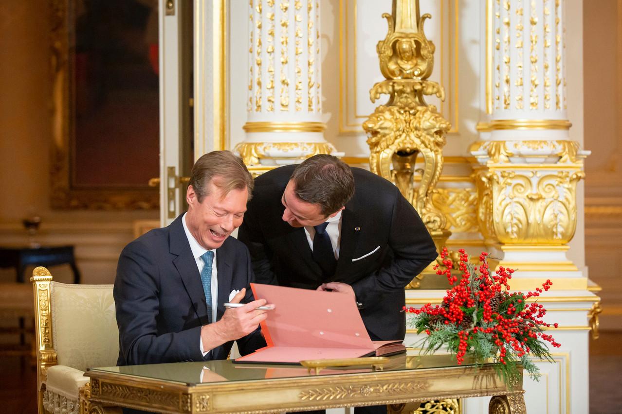 Au-delà des sourires, le Grand-Duc Henri et le Premier ministre et son gouvernement doivent développer des stratégies de collaboration pour un Exécutif unifié. (Photo: archives Maison Moderne)