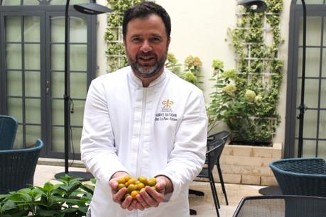 De bons produits, de la bonne humeur et un savoir-faire d'exception sont les atouts du chef étoilé de La Cristallerie, Fabrice Salvador. (Photo: Hôtel Le Place d'Armes)