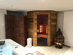 Relaxing in the sauna and jacuzzi is also on the programme  Photo: La Grange d'Hélène