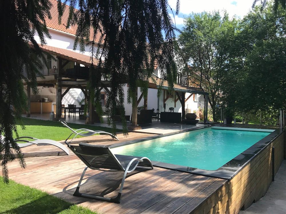 The swimming pool and terrace  Photo: La Grange d'Hélène