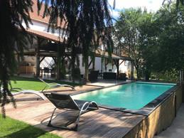 La piscine et la terrasse. ((Photo: La Grange d'Hélène))